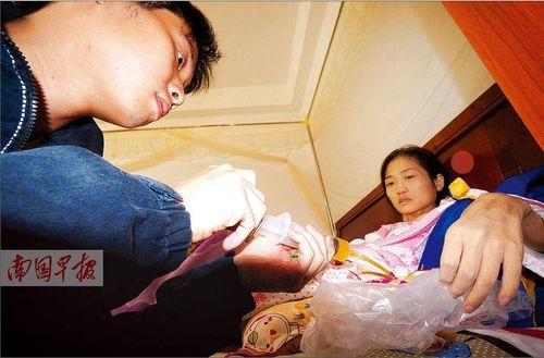 Cảm động người chồng truyền cho vợ 38.000 cc máu suốt 4 năm - Ảnh 1