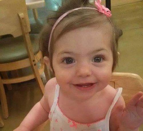 Bị bỏ đói suốt 1 tuần, bé 15 tháng tuổi vẫn sống sót kỳ diệu - Ảnh 1