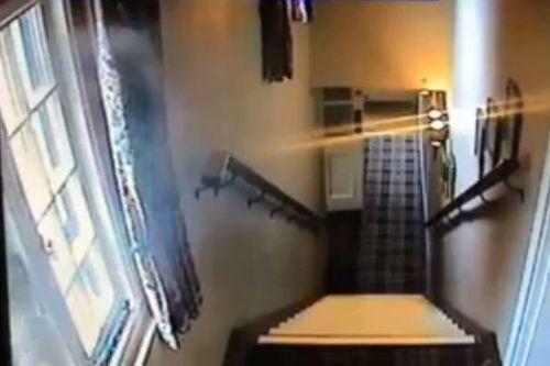 Xôn xao phát hiện 'bóng ma' trong camera giám sát - Ảnh 1