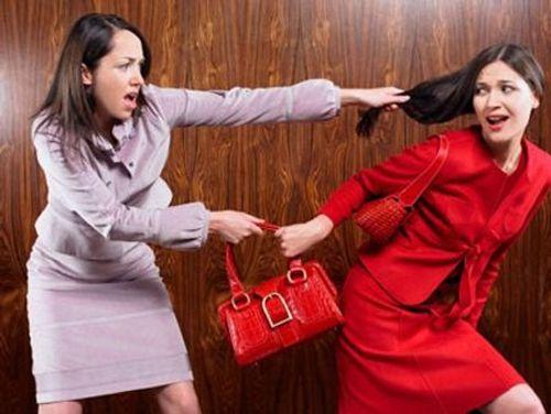 Bi hài nhiều bà vợ kêu trời vì bị bồ nhí... ghen ngược - Ảnh 1