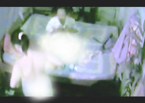 Xôn xao clip mua dâm nghi của cán bộ tòa án - Ảnh 1