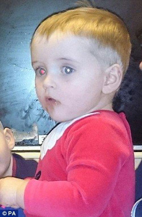 Mẹ phát hiện con nhỏ bị ung thư nhờ chụp ảnh bằng iphone - Ảnh 1