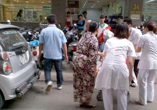 Tài xế đỡ đẻ song thai sinh non trên taxi - Ảnh 1