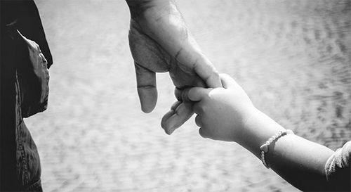 Mẹ độc thân lên mạng 'thuê bố' cho con trong ngày 1/6 - Ảnh 1