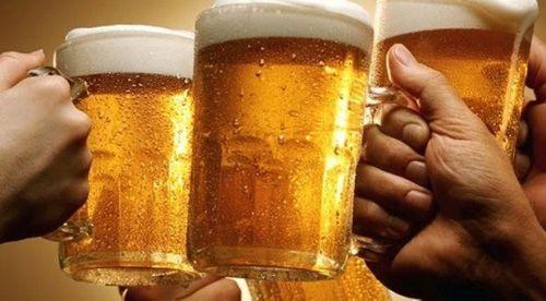 Những người tuyệt đối không nên uống bia - Ảnh 1