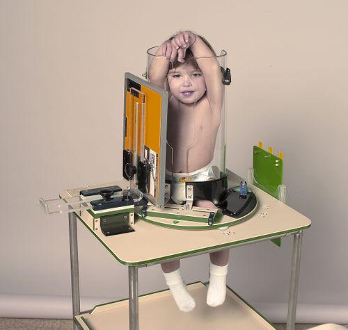 Sự thật bức ảnh em bé bị nhốt trong ống nghiệm khiến người xem chết lặng - Ảnh 2