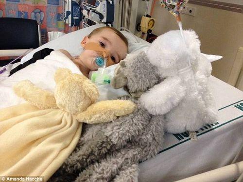 Thương tâm bé 8 tháng tuổi cháy cổ họng vì nuốt nhầm cục pin - Ảnh 2