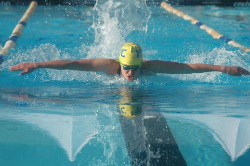 Đi bơi bị đau mắt đỏ vì trong hồ bơi có nước tiểu - Ảnh 1