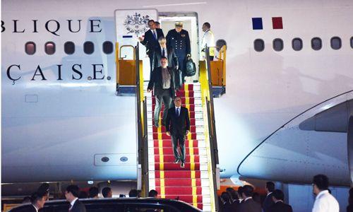 Tổng thống Pháp đã tới Hà Nội, bắt đầu chuyến thăm chính thức Việt Nam - Ảnh 3