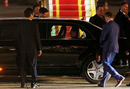 Tổng thống Pháp đã tới Hà Nội, bắt đầu chuyến thăm chính thức Việt Nam - Ảnh 4
