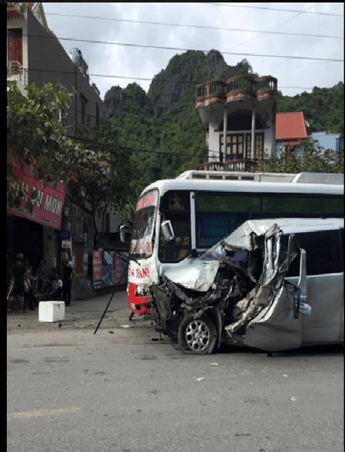 Tai nạn thảm khốc trên Đèo Bụt nhiều người hoảng loạn - Ảnh 1
