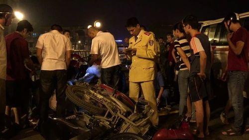 Vụ taxi đâm liên hoàn trên cầu vượt Thái Hà: Vợ tài xế lên tiếng - Ảnh 1