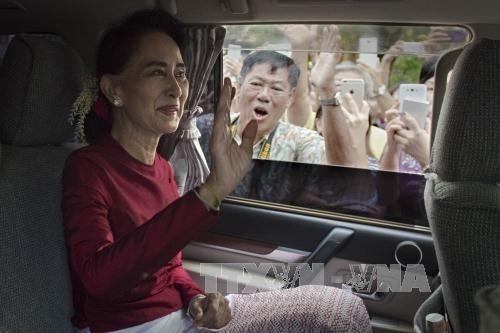 Bà San Suu Kyi kêu gọi đối thoại hòa giải với giới tướng lĩnh - Ảnh 1