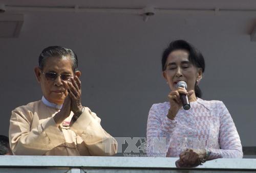 Bà San Suu Kyi kêu gọi đối thoại hòa giải với giới tướng lĩnh - Ảnh 2