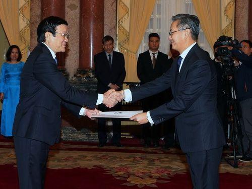 Chủ tịch nước Trương Tấn Sang tiếp các Đại sứ trình quốc thư - Ảnh 1