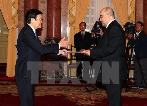 Chủ tịch nước Trương Tấn Sang tiếp các Đại sứ trình quốc thư - Ảnh 3