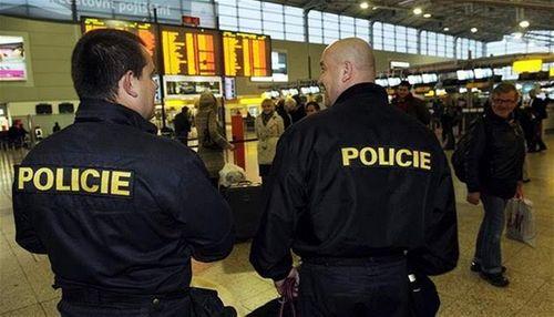 Xả súng liên hoàn tại Pháp: Séc siết chặt an ninh sân bay  - Ảnh 1