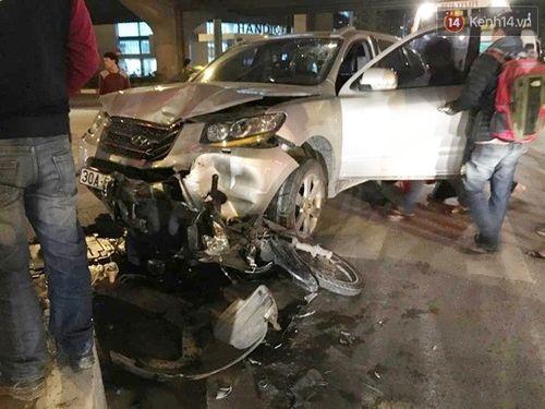 2 ô tô truy đuổi trên đường Phạm Hùng, ít nhất 3 người thương vong - Ảnh 1