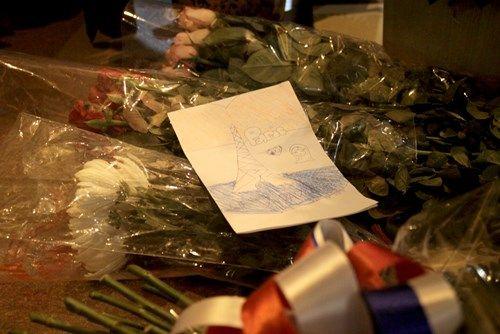 Khủng bố tại Pháp: Biển người trên khắp thế giới tưởng niệm các nạn nhân  - Ảnh 8