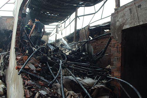 Cháy xưởng dệt may tại TPHCM, 5 người thương vong - Ảnh 2