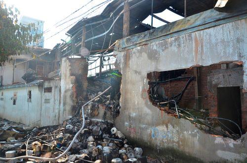 Cháy xưởng dệt may tại TPHCM, 5 người thương vong - Ảnh 1