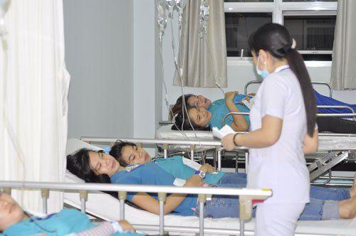 Đồng Nai: Hơn 100 công nhân phải nhập viện sau bữa ăn ca - Ảnh 1