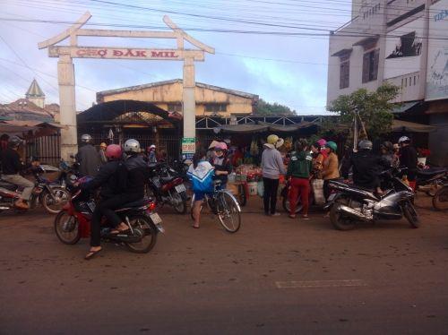 Chợ huyện cháy lúc nửa đêm, thiệt hại hơn 10 tỷ đồng - Ảnh 1
