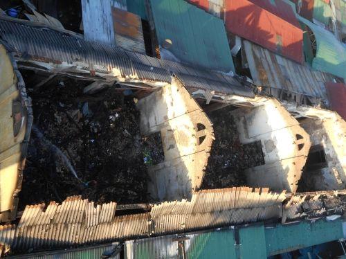 Chợ huyện cháy lúc nửa đêm, thiệt hại hơn 10 tỷ đồng - Ảnh 2
