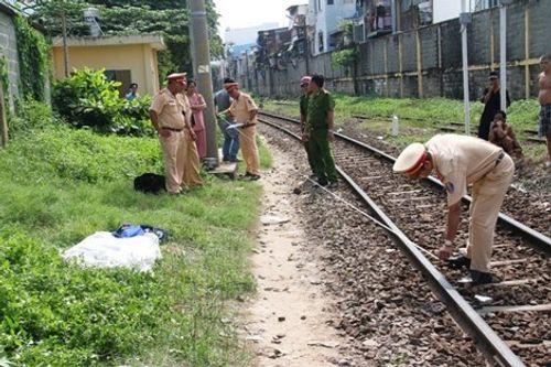 Thất thần đi trên đường sắt, người phụ nữ bị tàu hỏa cán tử vong - Ảnh 1