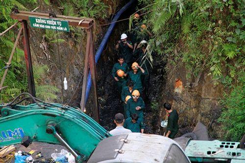Sập mỏ than ở Hòa Bình: Công tác cứu hộ khó khăn do mưa lớn - Ảnh 1
