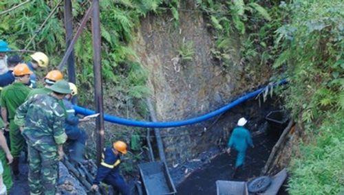 Vụ sập mỏ than ở Hòa Bình: Đã tiếp cận vị trí 2 công nhân mắc kẹt - Ảnh 1