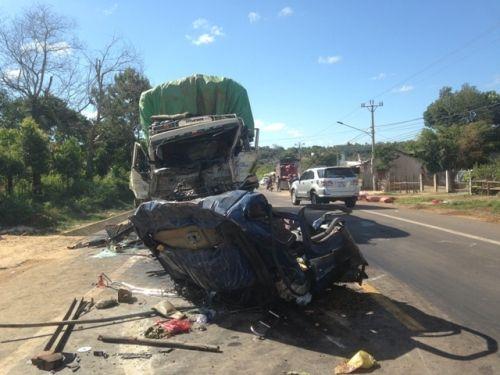 Gia Lai: Hai xe tải đâm nhau, 3 người thương vong - Ảnh 1