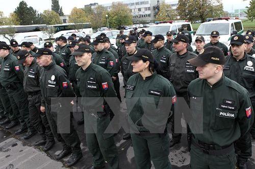 EU thắt chặt an ninh biên giới sau vụ tấn công khủng bố tại Pháp - Ảnh 1