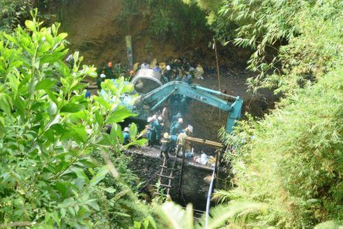 Vụ sập mỏ than ở Hòa Bình: Tiếp tục huy động 300 cán bộ tham gia tìm kiếm - Ảnh 1