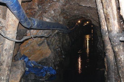Vụ sập mỏ than ở Hòa Bình: Đã gần tới điểm cuối đường hầm - Ảnh 1