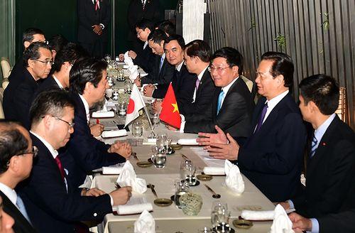 Thủ tướng Nguyễn Tấn Dũng gặp Thủ tướng Nhật Bản - Ảnh 1