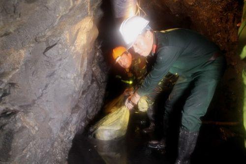 Sập mỏ than ở Hòa Bình: Nhìn lại 6 ngày bới từng mét bùn tìm nạn nhân  - Ảnh 9