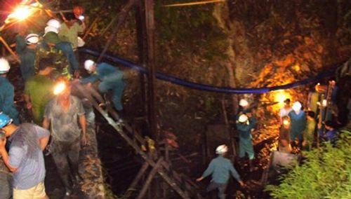 Sập mỏ than ở Hòa Bình: Nhìn lại 6 ngày bới từng mét bùn tìm nạn nhân  - Ảnh 10