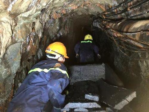 Sập mỏ than ở Hòa Bình: Nhìn lại 6 ngày bới từng mét bùn tìm nạn nhân  - Ảnh 7