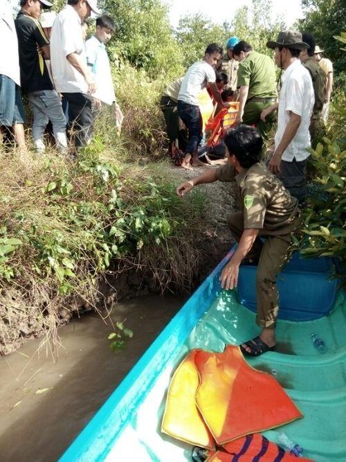 Cà Mau: Canô du lịch lao vào trụ cầu, 9 người thương vong  - Ảnh 1