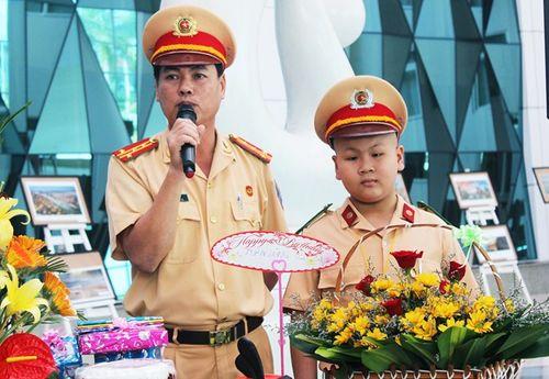Bí thư Đà Nẵng gửi thư khen đơn vị giúp cậu bé ung thư làm CSGT - Ảnh 1