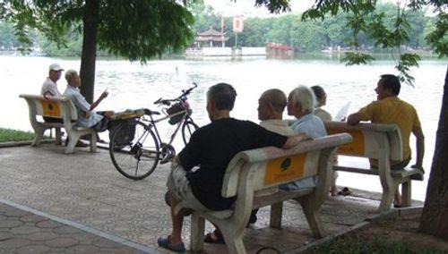 Năm 2050, Việt Nam sẽ là quốc gia có dân số siêu già  - Ảnh 1