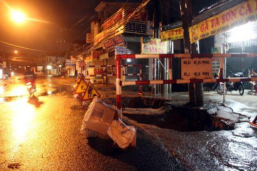 """""""Hố tử thần"""" khủng xuất hiện tại Đồng Nai - Ảnh 1"""