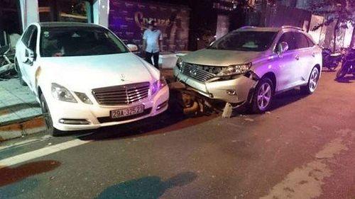 Đạp nhầm chân ga, nhân viên trông xe gây tai nạn liên hoàn - Ảnh 1