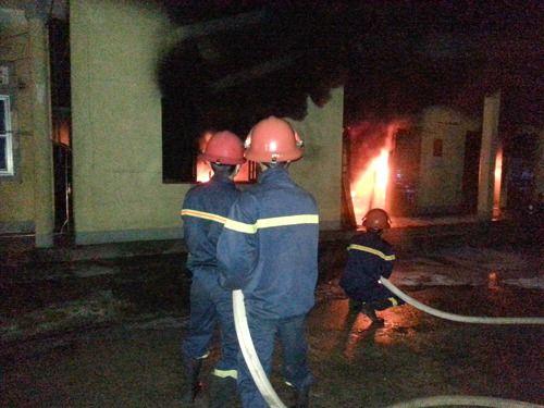 4 tiếng vật lộn với đám cháy tại công ty thủy sản Nam Hà Tĩnh - Ảnh 1