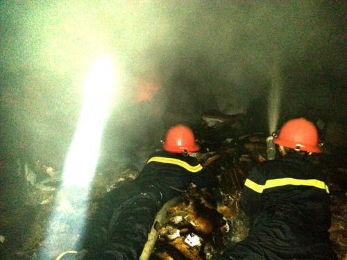 4 tiếng vật lộn với đám cháy tại công ty thủy sản Nam Hà Tĩnh - Ảnh 2