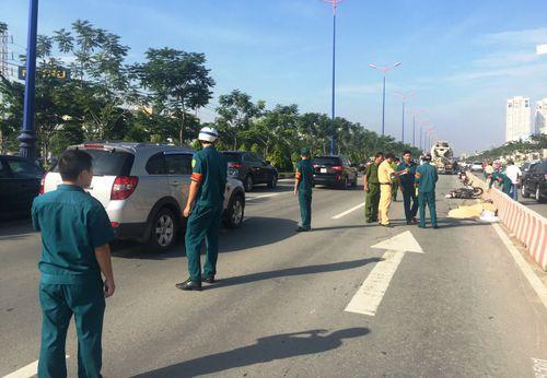 2 nữ sinh bị xe bồn cán tử vong khi chạy vào làn ô tô - Ảnh 2