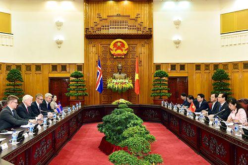 Thủ tướng Nguyễn Tấn Dũng hội kiến Tổng thống Cộng hòa Iceland - Ảnh 2