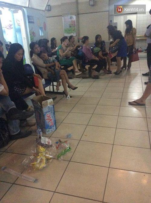 Đùa với ong, 51 học sinh ở Hà Nội bị đốt phải nhập viện - Ảnh 2