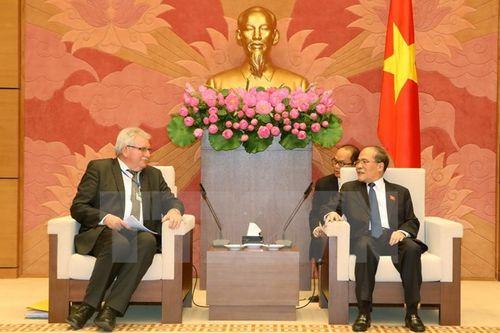 Chủ tịch Quốc hội Nguyễn Sinh Hùng tiếp Đoàn Nghị viện châu Âu - Ảnh 1